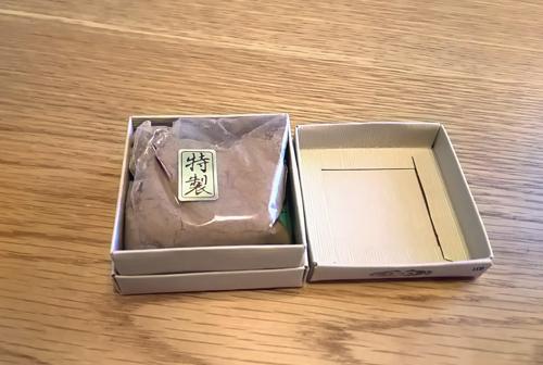 塗香の箱を開けた状態の画像