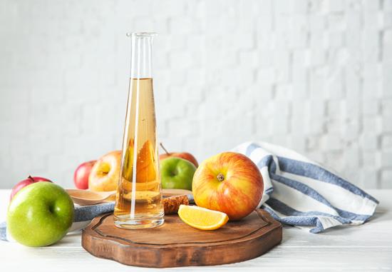 酢とリンゴの写真