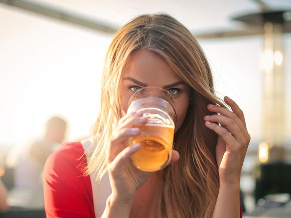 お酒(アルコール)は肌に良い?悪い? | これでい …
