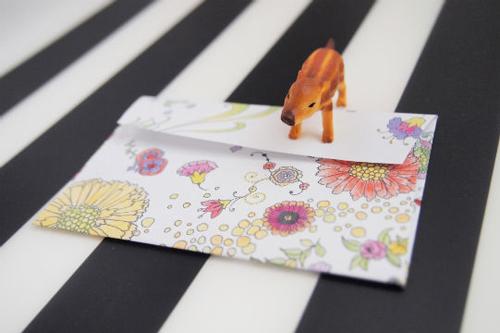 塗り絵で作った封筒の写真