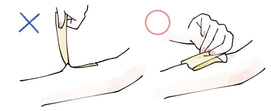ブラジリアンワックスを使った脇の自己処理の正しい方法07285