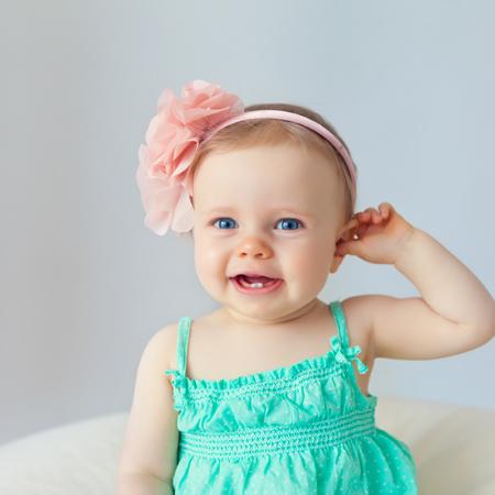 赤ちゃんのヘッドドレスの写真