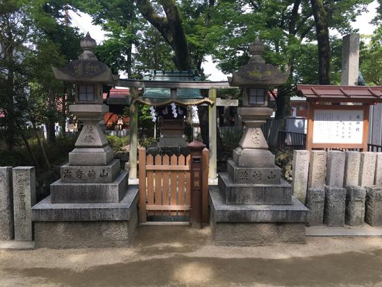 本殿そばの水神社