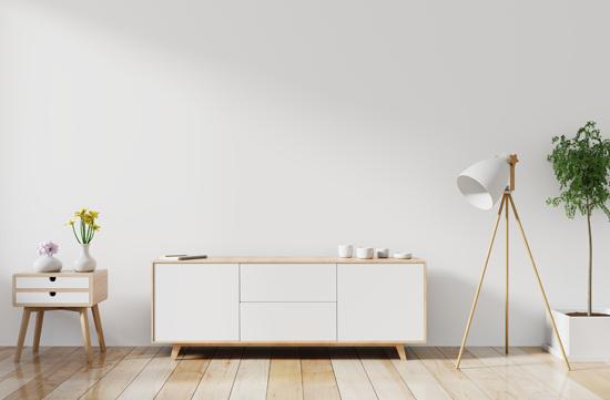 背が低い家具が並んだ写真