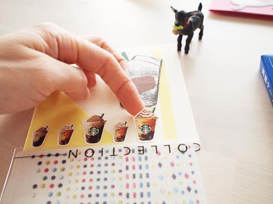 お菓子の箱をカードにリメイクする手順
